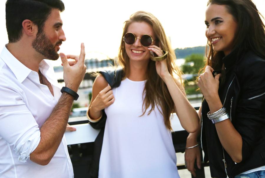 QBracelet – стильный браслет и зарядка для телефона