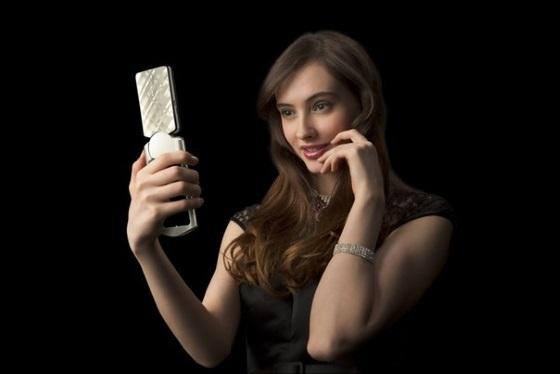 Casio представила камеру для любителей селфи