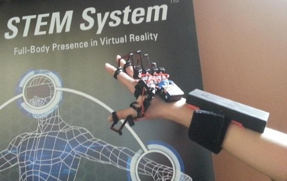 Dexmo F2 – перчатка позволяющая пощупать предметы в виртуальной реальности
