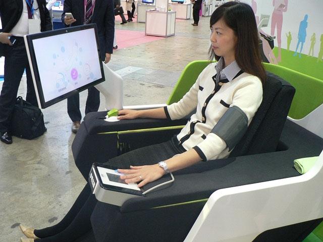 Sharp представила умное кресло, способное следить за здоровьем