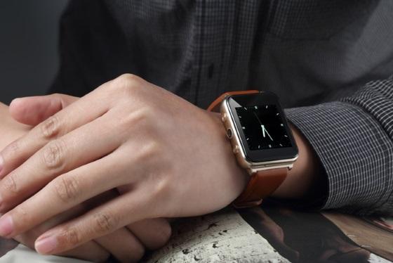 FlyShark – более дешевый аналог Apple Watch для iOS и Android