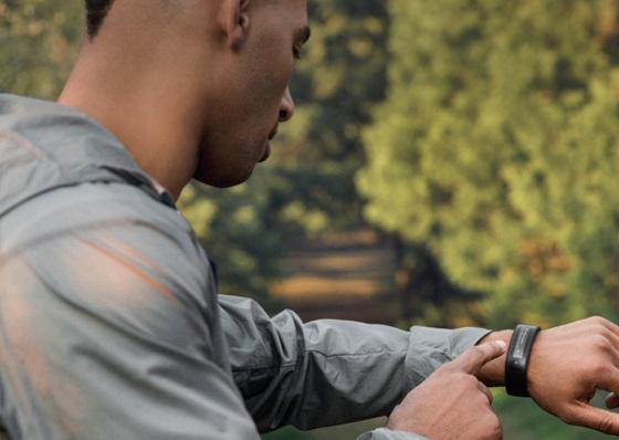 HTC показала свой умный браслет