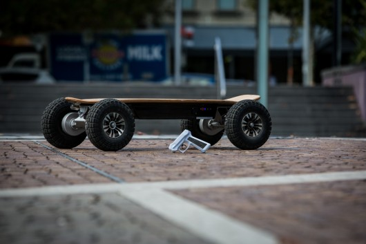 Dominator 3200 Pro – скейт с мощными электроприводами