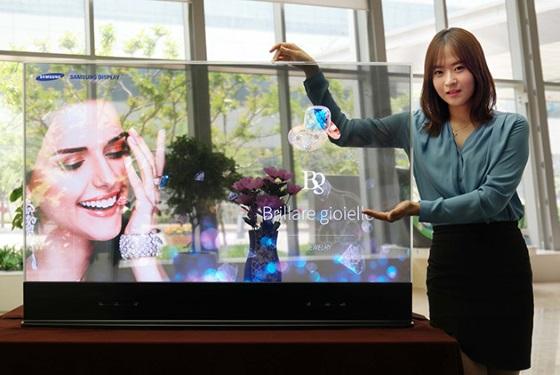 Samsung удалось создать зеркальные дисплеи